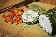 Découvrez notre recette vegan pour un fromage frais au basilic. Une alternative aux fromages traditionnels