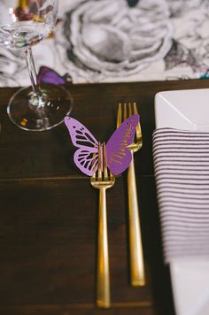 How adorable is this butterfly place card idea? We love it!