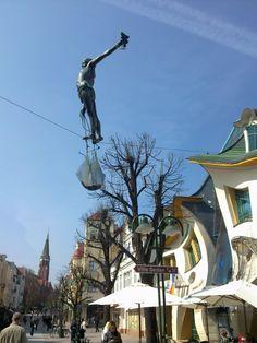 Rybak linoskoczek [ W 2012 zmieniono miejsce rzeźby] fot.Jakub Raciborski