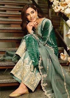 Pakistani Fashion Party Wear, Pakistani Couture, Pakistani Dresses Casual, Pakistani Wedding Dresses, Pakistani Dress Design, Indian Dresses, Indian Outfits, Indian Fashion, Shadi Dresses