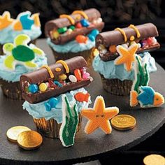 Cool treasure cupcakes - one day I WILL convince Z to have a girl pirate b-day.
