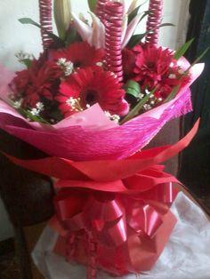 Lilies Lilies, Chocolates, Bouquet, Bear, Table Decorations, Flowers, Home Decor, Homemade Home Decor, Schokolade