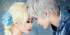 Frosted Hair Styles Fans Help Jack Frost and Queen Elsa Find Magical Frosty Jack Frost Cosplay, Elsa Cosplay, Frozen Queen, Queen Elsa, Frosty Kingdom, Jack Y Elsa, Frosted Hair, Perfect Couple, Jelsa
