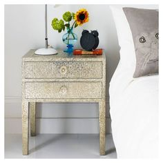The other embossed white metal bedside table. The other embossed white metal bedside table. Bedside Drawers, Bedside Tables, Bedside Lamp, Narrow Side Table, Small Tables, White Bedroom Decor, Bedroom Ideas, Bedroom Yellow, Bedroom Inspiration