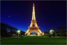 Visitez la capitale de France toute l'année au meilleur tarif en prenant votre billet et hotel pas cher pour Paris avec trouvevoyage.com le comparateur de voyage.