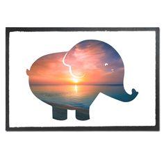 Fußmatte Druck Elefant aus Velour  Schwarz - Das Original von Mr. & Mrs. Panda.  Die wunderschönen Fussmatten von Mr. & Mrs. Panda sind etwas ganz besonderes. Alle Motive werden von uns entworfen und jede Fussmatte wird von uns in unserer Manufaktur selbst bedruckt und liebevoll an euch verschickt. Die Grösse der Fussmatte beträgt 60cm x 40cm.    Über unser Motiv Elefant  Dickhäuter kommen neben dem Zoo in freier Wildbahn in der Savanne vor und sind die größten lebenden Landtiere. In Afrika…