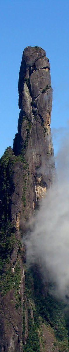 O percurso vale o esforço, conheça o Pico Dedo de Deus:  http://guiame.com.br/vida-estilo/turismo/conheca-5-parques-para-os-apaixonados-por-trilhas.html