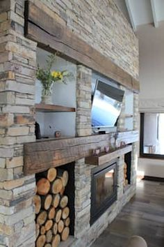Hogar a leña: Livings de estilo rústico por Knudsen Taddeo Arquitectura Slate Fireplace, Cottage Fireplace, Home Fireplace, Fireplace Design, Home Room Design, Living Room Designs, House Design, Style At Home, Craftsman Style House Plans