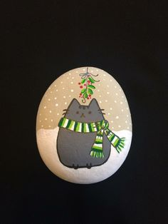 bemalte steine Easy and Fun Christmas Crafts for Toddlers - Painted Rocks Christmas cat Pebble Painting, Pebble Art, Stone Painting, Rock Painting Ideas Easy, Rock Painting Designs, Christmas Rock, Christmas Cats, Winter Christmas, Christmas Crafts For Toddlers
