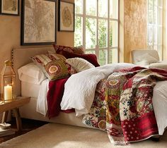 Quilts for master bedroom with floral patchwork motifs | Decolover.net