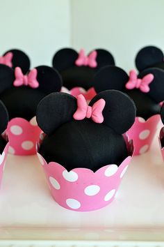 Minnie Mouse Cupcakes by Simply Sweet Creations (www.simplysweetonline.com)