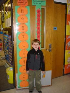 I have completed this activity in my classroom. But never have thought about placing the pumpkins in the inside of my classroom door.Measuring with pumpkins and apples. I did a lesson similar to this with my Pre-K kids and they loved it =) Fall Preschool, Kindergarten Classroom, Classroom Activities, Teaching Math, Preschool Activities, Classroom Ideas, Classroom Door, Maths Eyfs, Preschool Halloween