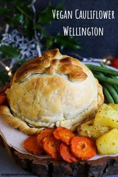 Impress your guests this year with this 100% vegan mouthwatering alternative to the typical roast. Packed with flavour, this roasted cauliflower Wellington will indeed be the perfect centerpiece of your festive table! Substitute the pastry with gluten free one to share this recipes with gluten intolerant guests :) #roast #cauliflower #wellington #vegan #plantbased #christmas #thanksgiving #festive #veggie #ispiration #main #veganrecipe #xmas #food #dairyfree #meatfree #roastedcauliflower