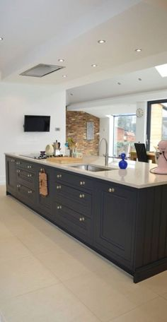 Excellent modern kitchen room are readily available on our web pages. Check it out and you will not be sorry you did. Kitchen Island Decor, Home Decor Kitchen, New Kitchen, Kitchen Interior, Home Kitchens, Kitchen Dining, Kitchen Islands, Apartment Kitchen, Kitchen Ideas