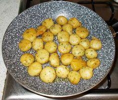 http://nonsolopaneepizza.blogspot.it/2015/08/polpette-di-patate-con-la-maggiorana.html