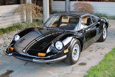 フェラーリ ディーノのタルガ・トップを備えたモデルです。 タルガは、オープンカーの一形態。 北米市場での販売拡大を狙いに、1972年からラインナップに加えられたモデル。