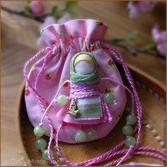 Купить Наперсница - бледно-розовый, наперсница, куколка-подвеска, подвеска, народная кукла, душевная кукла