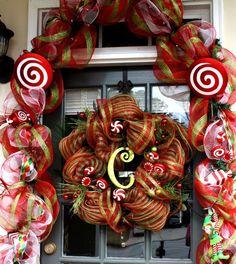 Christmas wreath. Christmas door. deco mesh Christmas Time Is Here, Christmas Porch, Christmas Holidays, Christmas Wreaths, Merry Christmas, Christmas Table Decorations, Holiday Decor, Holiday Ideas, Christmas Ideas