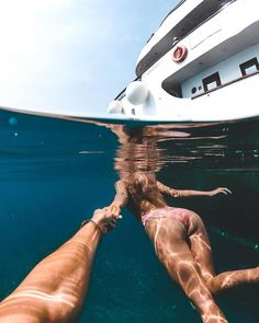 Croatia 🇭🇷 Is an ocean lovers paradise. We wake up and jump straight into the clearest and calmest water we've ever seen 😊 Have you ever… Croatia Travel, Greece Travel, Greece Itinerary, Foto Pose, Walk This Way, Underwater Photography, Greece Photography, Travel Couple, Family Travel