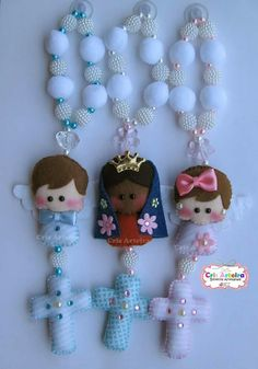 Ideias p fazer 💰 Handmade Beads, Handmade Crafts, Diy And Crafts, Clay Crafts, Felt Crafts, Catholic Crafts, Felt Patterns, Felt Dolls, Kirchen