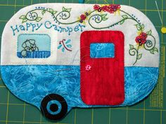 Happy Camper Mug Rug w/ puppy in the window - Wohnwagen Mug Rug Patterns, Applique Patterns, Paper Piecing Patterns, Applique Quilts, Quilt Patterns, Canvas Patterns, Happy Campers, Retro Campers, Quilting Projects