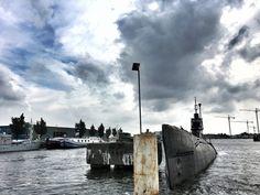 Tussen de wal en een duikboot