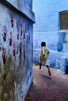 INDIA. Jodhpur. 2007.-« Finalement, je n'ai jamais été si passionné que ça par la couleur. J'aime les couleurs parce que le monde est en couleur.  »Steve McCurry