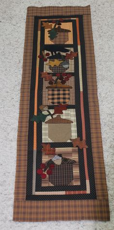 Wonderful acorn tablerunner for fall