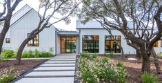 Modern farmhouse style in Texas showcases fantastic design inspiration This modern farmhouse style home was custom designed by Geschke Group Architecture and built by Arbogast Custom Homes, located in Austin. Farmhouse Architecture, Modern Farmhouse Exterior, Modern Farmhouse Style, Farmhouse Style Decorating, Farmhouse Design, Residential Architecture, Architecture Design, Texas Farmhouse, Farmhouse Plans
