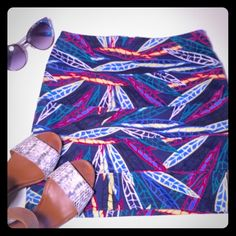 Nollie Multi color leaf print body con skirt Good used condition printed mini skirt by Nollie! Skirt shows considerable wash wear such as some fading and pilling. However, the pilling can easily be taken care of with a lint shaver or razor. Size S, but could possibly work for an XS. Very short and sexy, perfect for vacation or a night out!                                                                   🌟 I AM A TOP-RATED SELLER 🌟 💌 I AM A FAST SHIPPER 💌 🔥 I AM A TOP 10% SELLER 🔥…