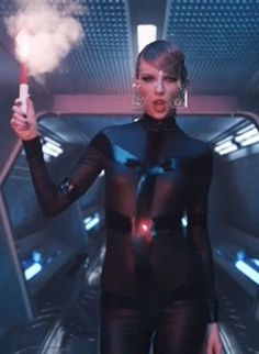 "11 hidden messages in the ""Bad Blood"" music video"
