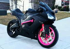 With a touch of pink.  LOVE IT!!!!!! Womens Motorcycle Helmets, Motorcycle Bike, 600 Honda, Pretty Cars, Cool Motorcycles, Sportbikes, Hot Bikes, Street Bikes, Bike Life