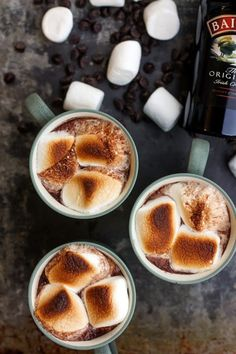Broiled Bailey's Hot Chocolate 17 Boozy Hot Chocolate Recipes You Need to Make Right Now — Recipe Roundup Hot Chocolate Bars, Hot Chocolate Recipes, Hot Chocolate Baileys, Delicious Chocolate, Yummy Drinks, Yummy Food, Dessert Drinks, Desserts, Fun Drinks