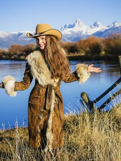 ~ Off to the NFR (Nat'l Field Rodeo!) My friend, artist and designer Brit West, shown here modeling her fab leather coat with coyote fur collar and cuffs. Such a talented lady. Gypsy Cowgirl, Cowgirl Chic, Western Chic, Cowgirl Style, Western Wear, Country Style Outfits, Country Girl Style, Country Women, My Style