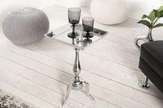 Dizajnový malý stolík z kovu. Living Room Modern, Living Room Designs, Living Room Decor, Design Baroque, Design Tisch, Petites Tables, Interior Decorating, Interior Design, Metal Furniture