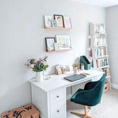 Guest Bedroom Home Office, Cozy Home Office, Bedroom Desk, Guest Room, Ikea Study, Small Room Desk, Cozy Small Bedrooms, Desk Layout, Study Room Decor