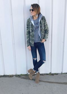 Great post full of how to style ideas including: ankle boots bandana beanie Casual Sporty Outfits, Basic Outfits, Camo Jacket, Sweater Jacket, Vest, Green Jacket, Everyday Outfits, Everyday Fashion, Everyday Makeup