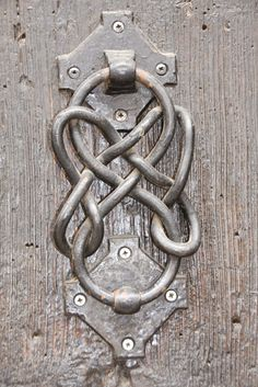 Wrought knot / twist door knocker, Estepona, Malaga - Callers / latch / Aldabas / Knockers ESTEPONA - MALAGA geometric - forged