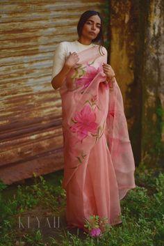 Organza saree: Free COD Bollywood Style Floral Digital Print Designer Organza Sarees Color: Multicoloured F. Hand Painted Sarees, Saree Floral, Saree Blouse Neck Designs, Blouse Patterns, Stylish Sarees, Trendy Sarees, Simple Sarees, Organza Saree, Saree Look