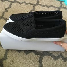 Nine West black leather perforated loafers❤️ Used as store displays. In excellent like new condition. Leather perforated. Nine West Shoes Flats & Loafers
