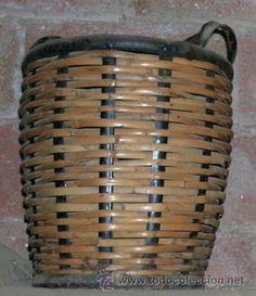 Curiosa y antigua cesta de caña para garrafa/damajuana de AGUA FOURNIER de La Garriga (Barcelona).