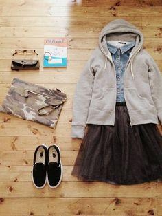 アウター/nano・universe トップス/used チュールスカート/IENA SLOBE bag/DHOLIC shoes/VANS Classic SliP-On