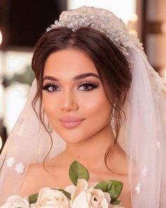 Das neueste Braut-Make-up-Modell mit den neuesten Friseurmethoden جدیدترین مدل میکاپ عروس با متد های روز آرایشگرهای حرفه ای - Schönheit von Make-up Bridal Makeup Looks, Wedding Hair And Makeup, Bridal Hair, Hair Makeup, Latest Hairstyles, Bride Hairstyles, Brunette Makeup, Make Up Braut, Braut Make-up