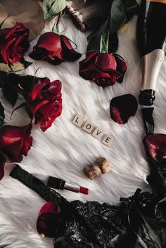 valentines day aesthetic Unique and different gifts that show you really care and reflect their personality. Flower Phone Wallpaper, Colorful Wallpaper, Flower Wallpaper, Wallpaper Backgrounds, Aesthetic Roses, Red Aesthetic, Daddy Aesthetic, Aesthetic Iphone Wallpaper, Aesthetic Wallpapers