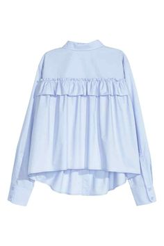 Wide blouse with a frill: Wide, long-sleeved blouse in cotton poplin with a decorative frill trim at the back, a chest pocket, buttons down the front and a gently rounded hem. Hijab Fashion, Fashion Outfits, Womens Fashion, Latest Fashion, Fashion Trends, Blouse Ample, Mode Kimono, Mode Top, Blue Long Sleeve Shirt