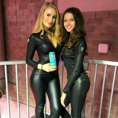 Sexy Latex, Latex Babe, Red Leather Skirt, Tight Leather Pants, Leather Jeans, Monster Energy Girls, Umbrella Girl, Leder Outfits, Grid Girls