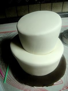 ~ Sugar Teachers ~ Cake Decorating and Sugar Art Tutorials: Sleight of hand- The Topsy Turvy Cake