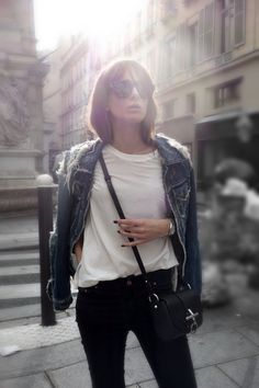 Style - Minimal + Classic: October - Emma Elwin - Jacket, Acne. T-shirt, Intro/muse. Jeans, Zara. Skor, Balenciaga. Bag, Givenchy. Sunnies, Saint Lauren.