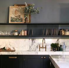 13 Tips to Make Your Bathroom Sparkle . modern home decor Minimalist and modern home decor inspiration. Simple home decor ideas. Kitchen Chairs, Kitchen Shelves, Kitchen Walls, Open Kitchen, Kitchen Dining, Open Cabinets, Studio Kitchen, Kitchen Hardware, Painting Kitchen Cabinets