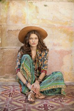 """Labeled """"Hippie Style ❤ ☮~ღ~*~*✿⊱"""" Well, only if hippies are models with makeup and professionally styled hair. But LOVE the color and patterns. Hippie Look, Hippie Chic, Hippie Style, Mode Hippie, Look Boho, Bohemian Gypsy, Gypsy Style, Bohemian Style, Boho Chic"""